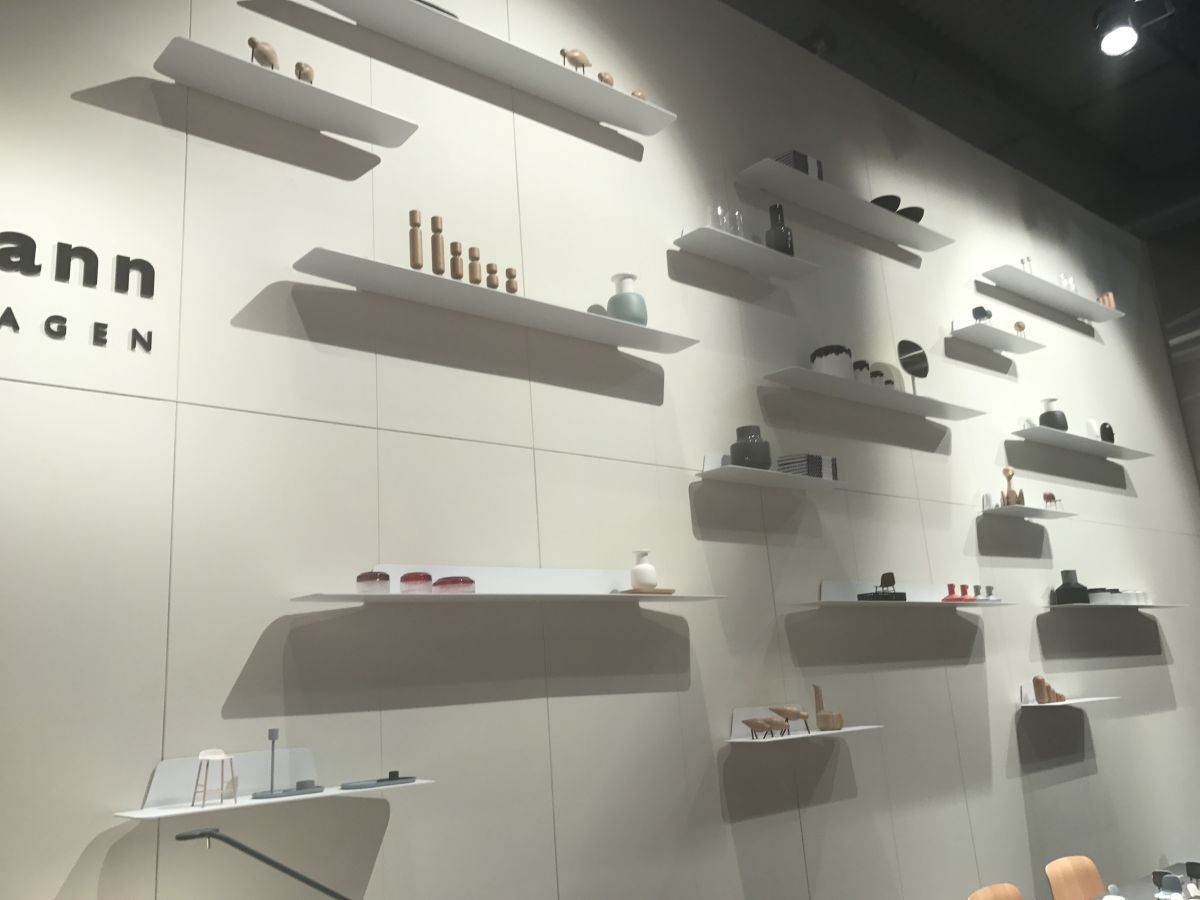 These shelves appear to be floating. they're very thin, sleek and lightweight