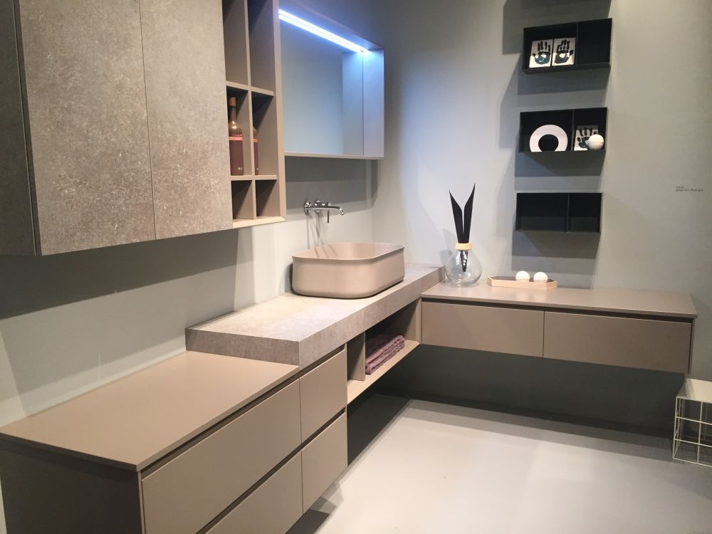 Bathroom cabinets can be built around corners to take full advantage of a space and its layout