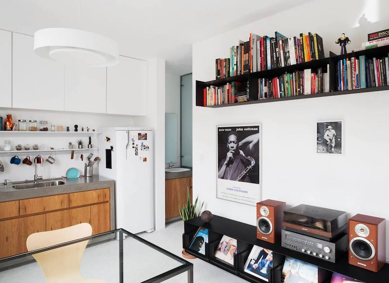 The new organization of the interior spaces is more practical and better adapted to the orientation of the apartment