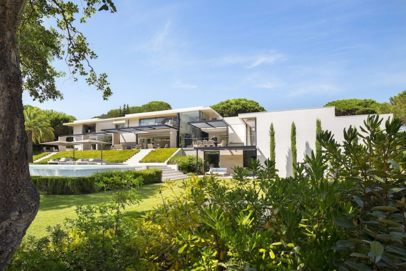 A Posh Residence In Saint Tropez That Has Everything But Isn't Opulent