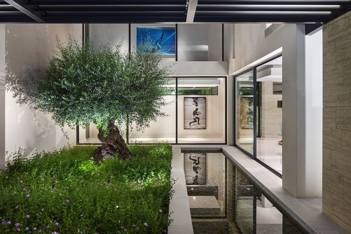 A small courtyard garden separates the living area from a guest bedroom which is situated on the same level
