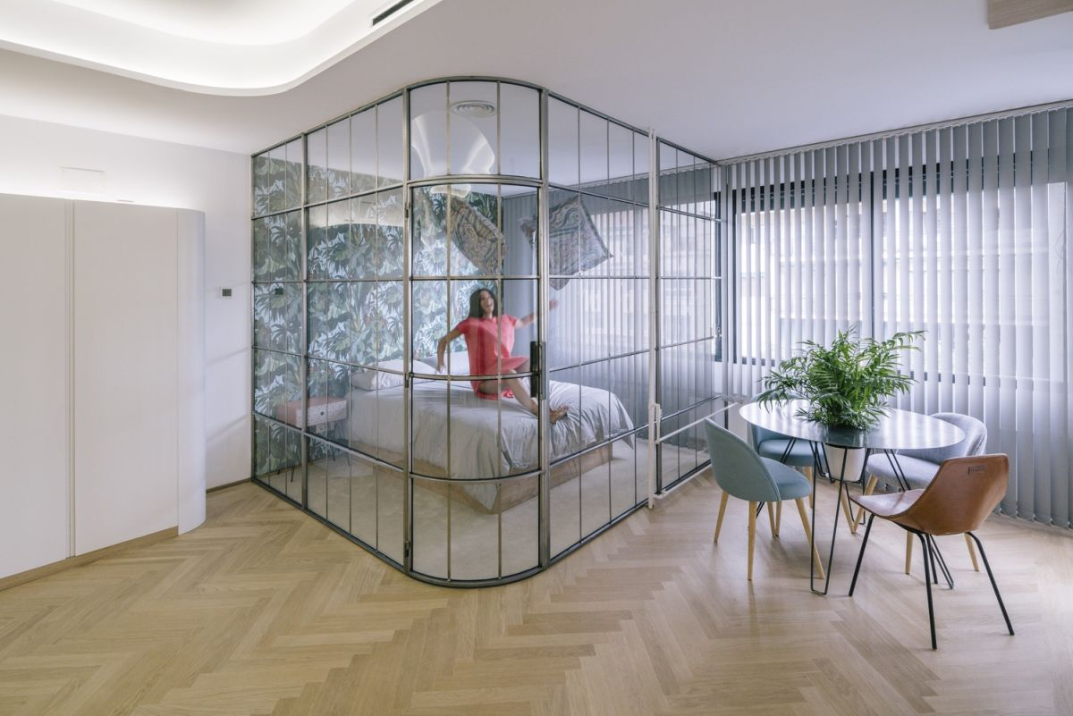 The glass table heightens the open, airy feeling of the apartment.