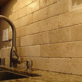 Beautiful travertine kitchen backsplash design