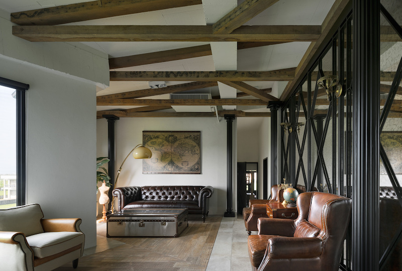 The exposed wooden beams on the ceiling represent one of the design directions which help to make the spaces feel homey