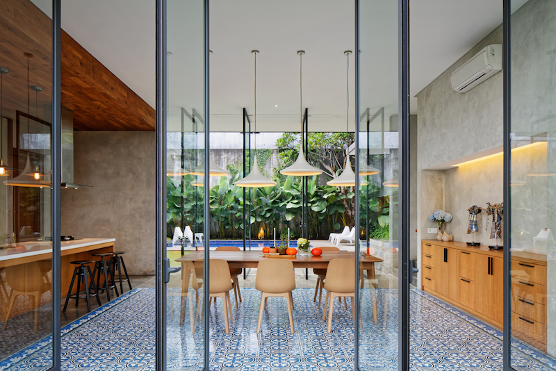 Inside the house, the overall decor is simple and each space has its own dose of uniqueness