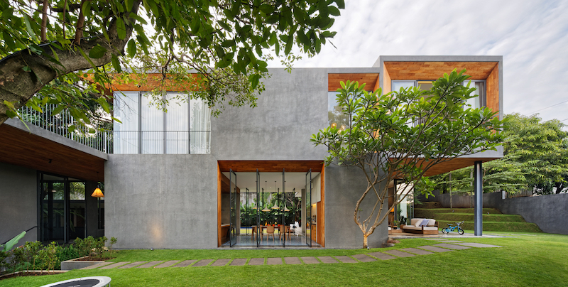 The contrast between wood and concrete is pleasant in more than one way, both visually and structurally