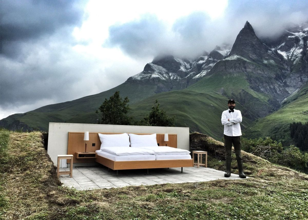 Null stern the swiss alps one room hotel home for Hotel bedroom designs