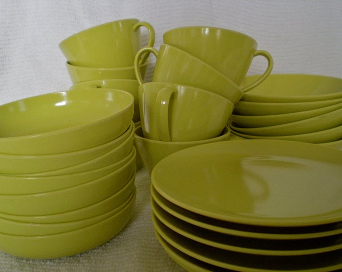 Purchase A Set Of Chartreuse Dishes