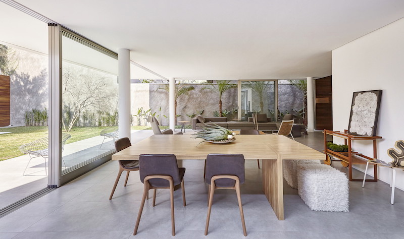 Huge sliding glass doors open up the dining area to the adjacent terrace and to the backyard garden