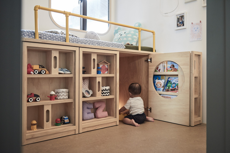 The modules under the bed offer lots of storage space for clothes, toys, books and everything else