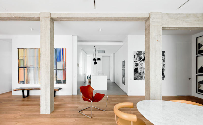 This is more than a simple apartment...it's also an art gallery and that makes its interior design pretty special