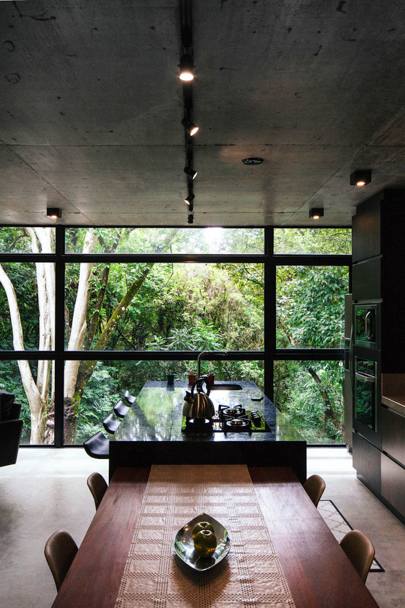 All the main spaces enjoy a very close connection with the outdoors emphasized through beautiful panoramas