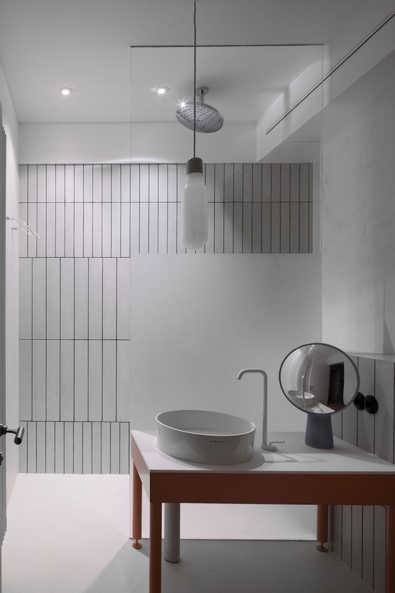 The minimalism of the interior design is continued into the second bathroom which communicates with the laundry area