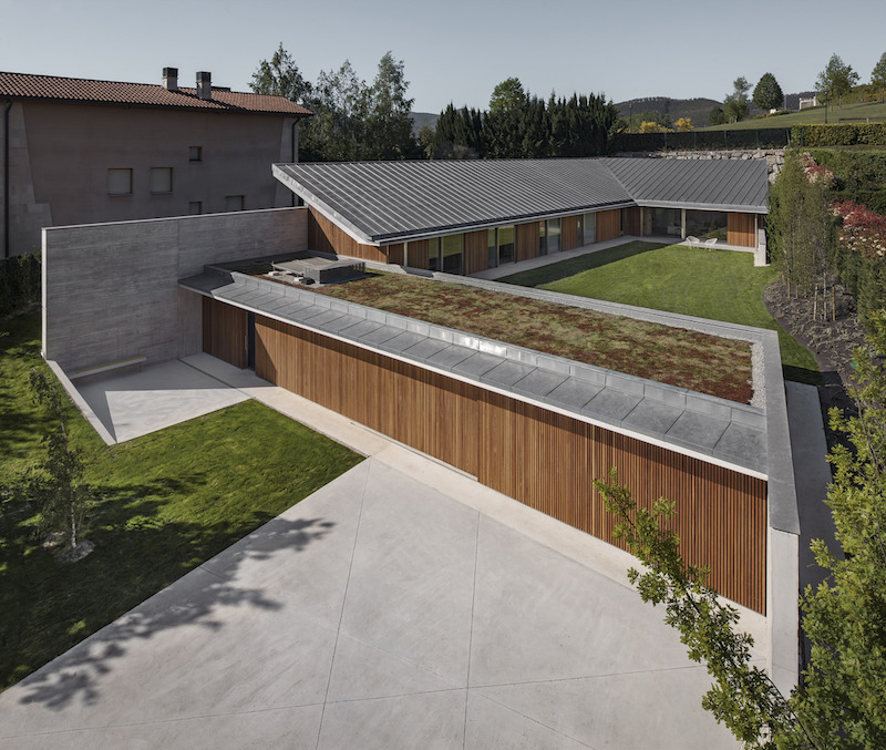 Given the proximity to the neighboring properties, the house needed a way to gain privacy and the layout offers it that