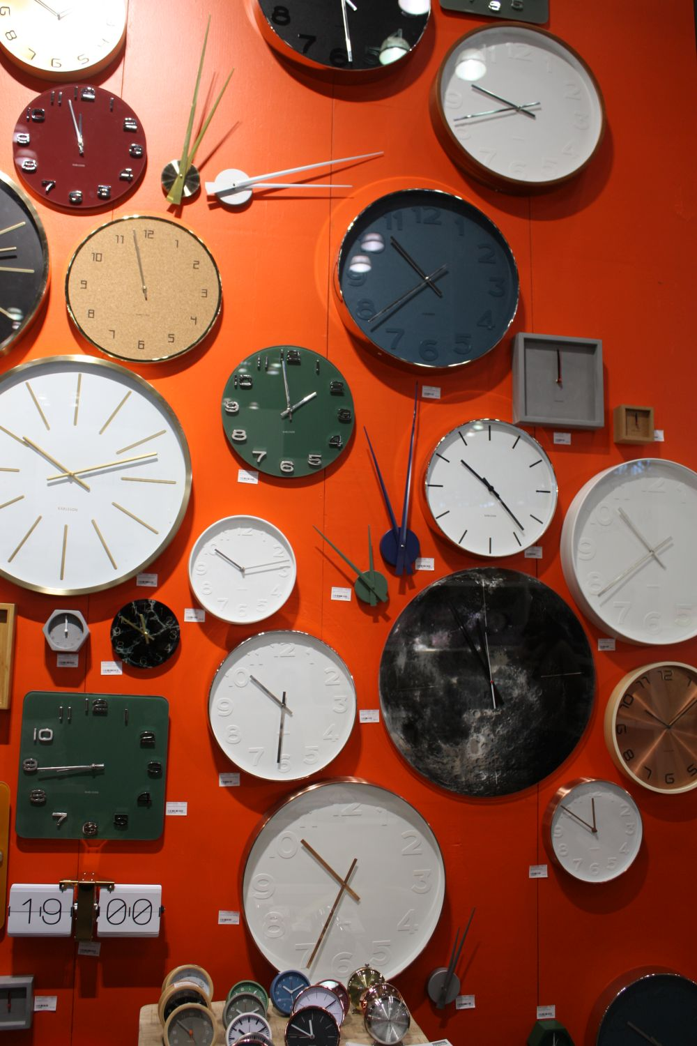 Go Beyond the Frames and Wall Clocks