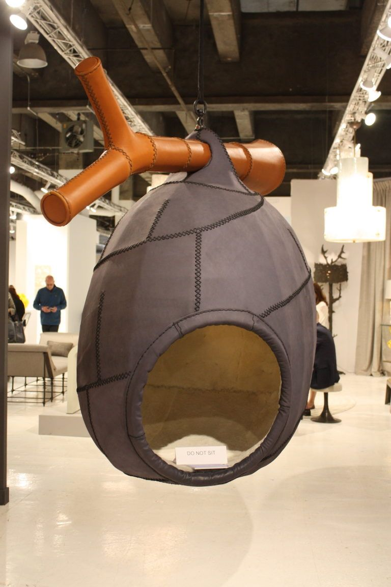 Menschengroße Nester sind die kokonartigen Werke von Hefers Sammlung.