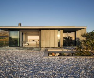 Holiday Home Manages To Embrace Nature In a Very Special Way