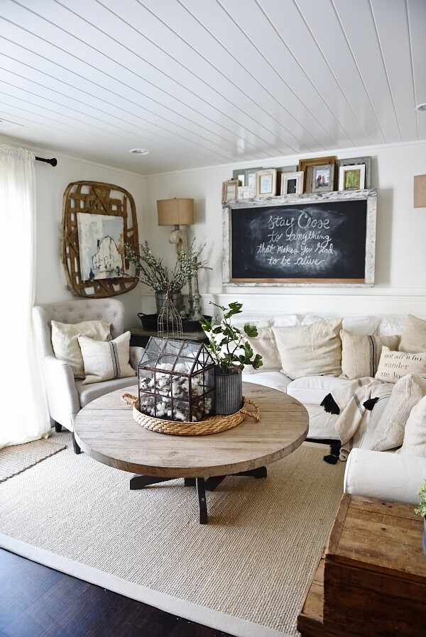 farmhouse decor farmhouse style living room decor split modern apartment decorating ideas 26. With A Chalkboard