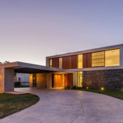 Be House Design with Flat roof