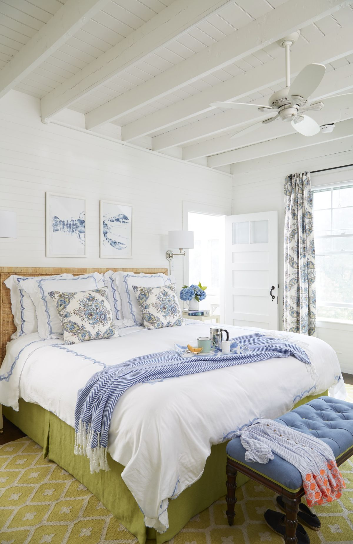 amazing beach style bedroom furniture   40 Beach Themed Bedrooms to Take You Away