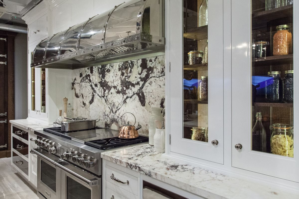 The Stylish Defining Characteristics Of A Luxury Kitchen