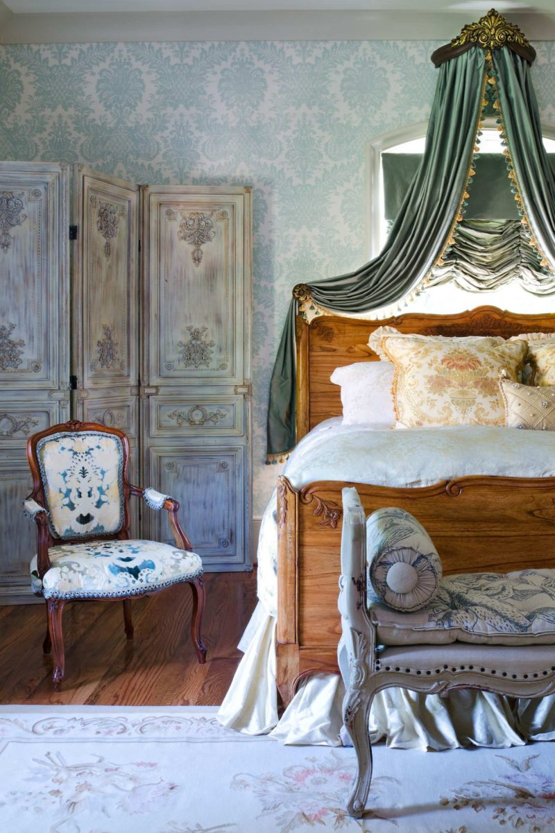 Travel to Paris In These 10 Bedrooms