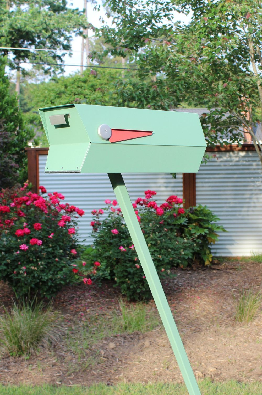 Image of: Find A Modern Mailbox That Matches Your Home And Style