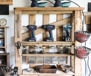Easy-To-Craft Pallet Shelves With Customizable Designs