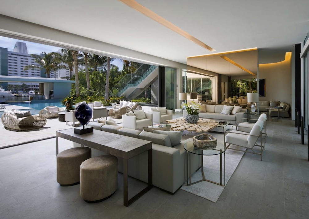 Like all of SAOTA's projects, this one is characterized by a close connection between the indoor and outdoor spaces
