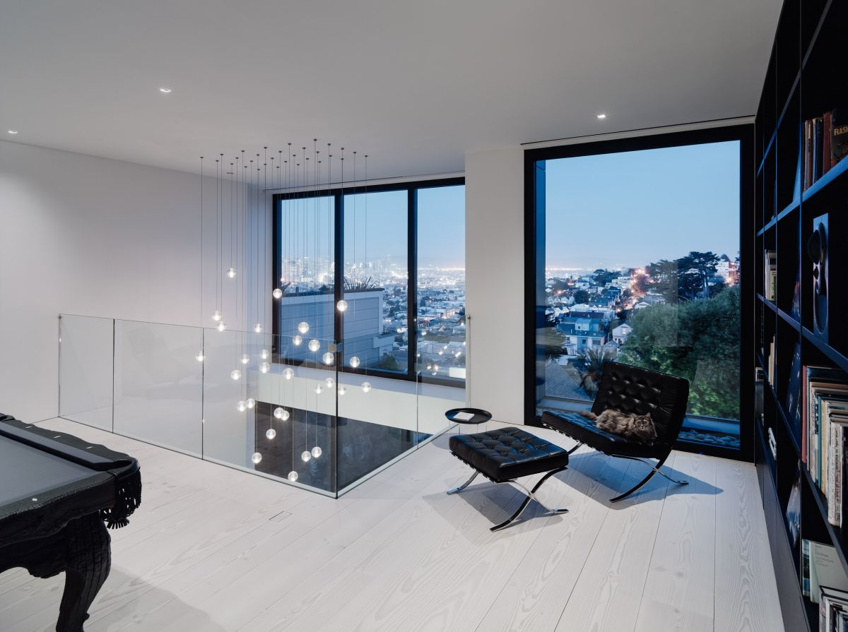 The glamorous lighting installation on the top floor can also be admired from the third floor spaces and serves as a focal point without being opulent