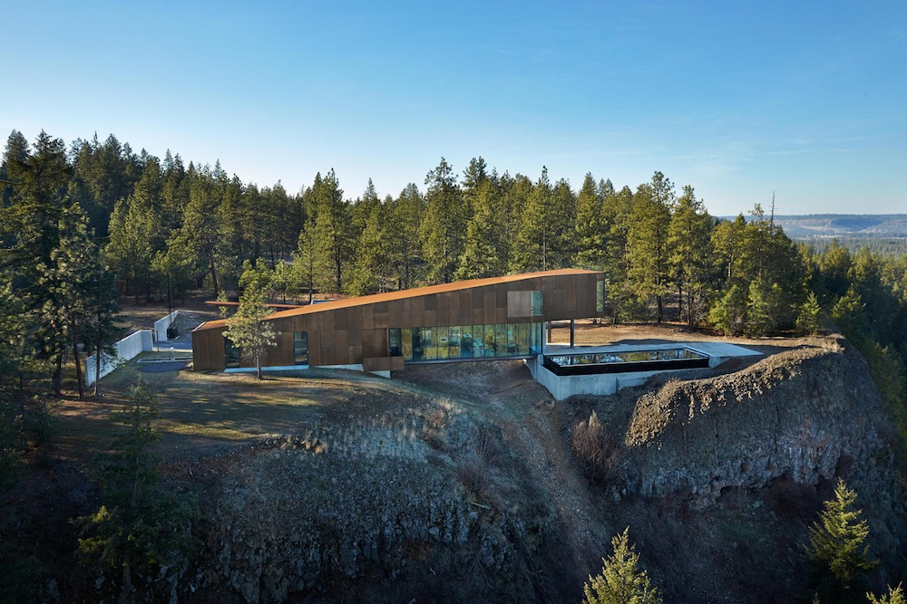 The house sits on a bluff and gets to enjoy amazing views of the valley that unfolds right in front of it