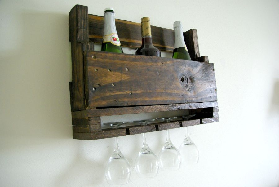 Easy To Craft Pallet Shelves With Customizable Designs