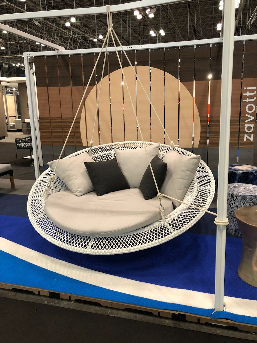 Round hanging chair from Zavotti