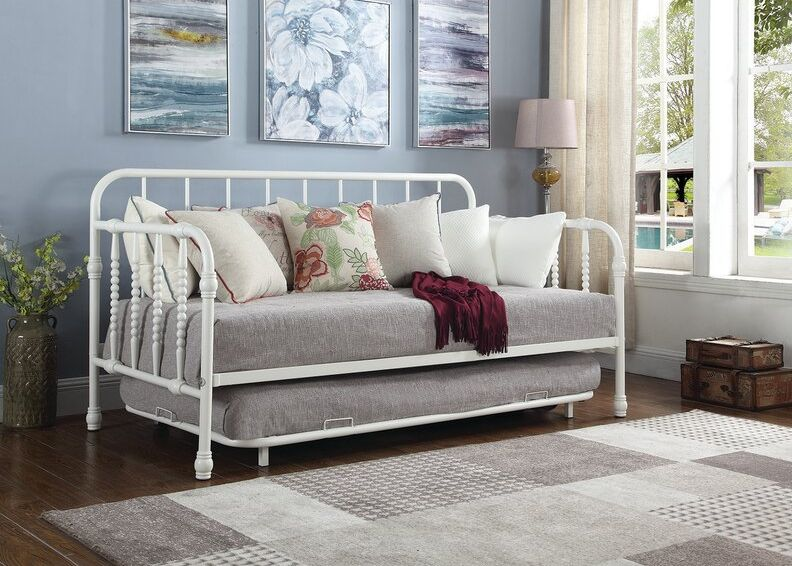 What is the difference between a trundle and daybed