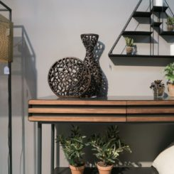 How to decorate the entryway table in style