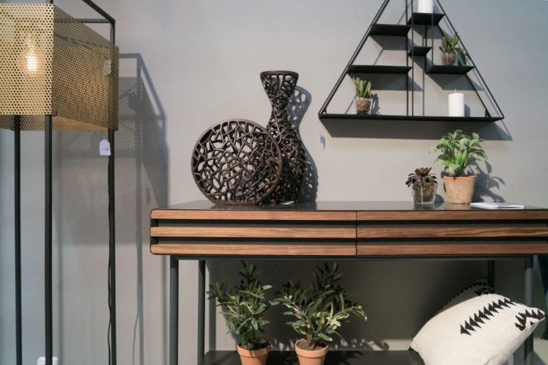 Entryway Table Decor Concept For A Good First Impression
