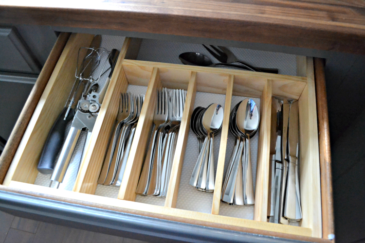 The Most Popular Kitchen Drawer Organizers You Can Get Right Now