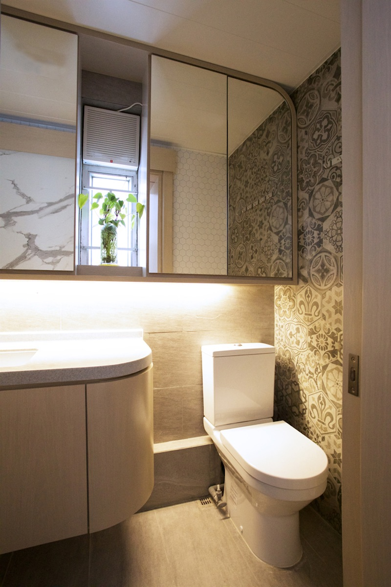 The bathroom has its own way of looking stylish, featuring accent lights installed under the cabinetry