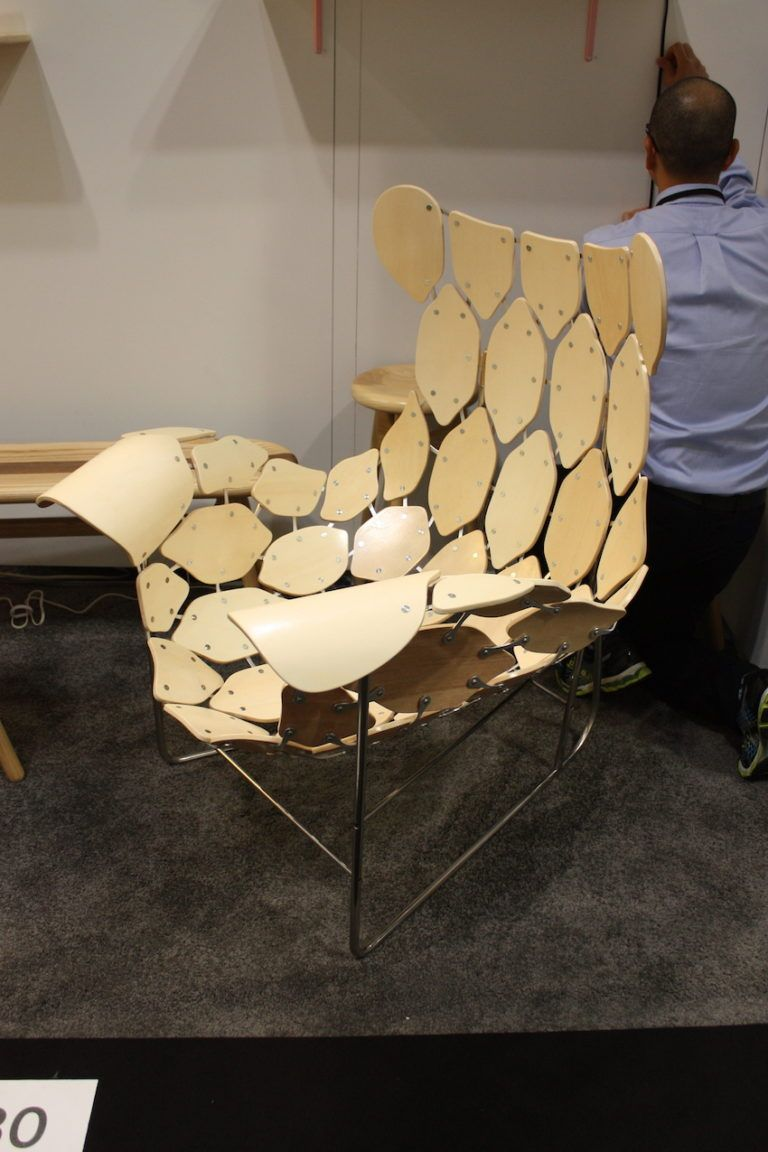 The floating pieces give the chair a unique lightness.