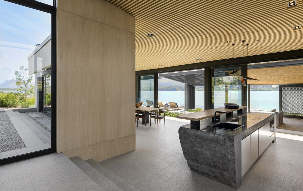 The two wings adjacent to the living space maximize the views and frame an internal courtyard