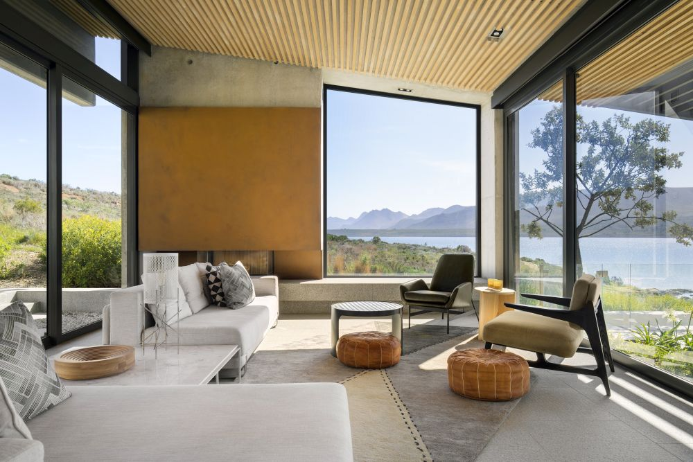 The chromatic palette featured inside the house is meant to establish a visual connection between the house and the surrounding landscape