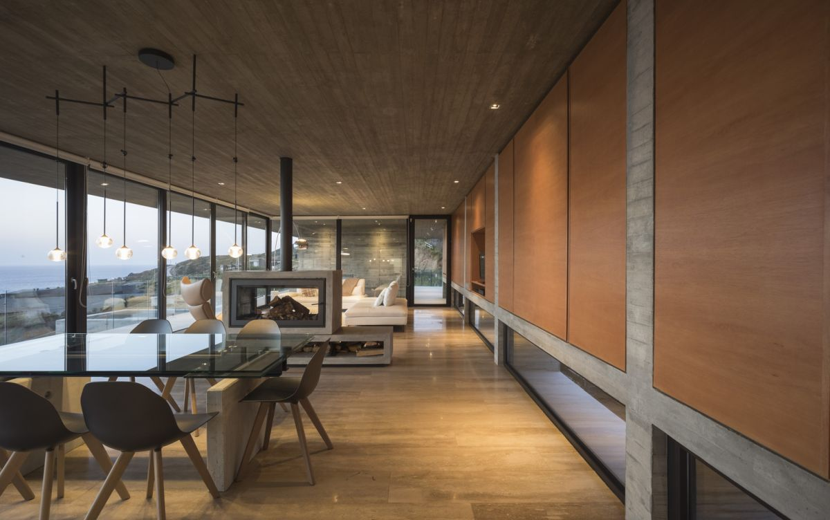 The palette of materials chosen for the interior design is reduced to only a few options like concrete, wood and glass