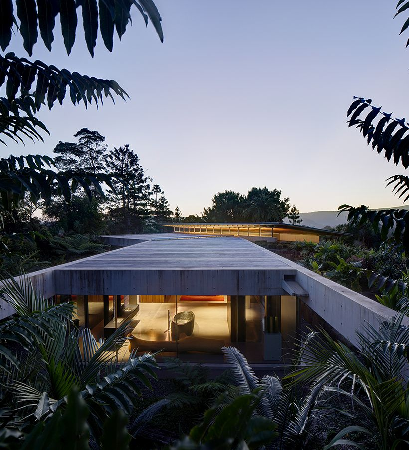 The pavilion is in total harmony with its surroundings, in particular with the vegetation