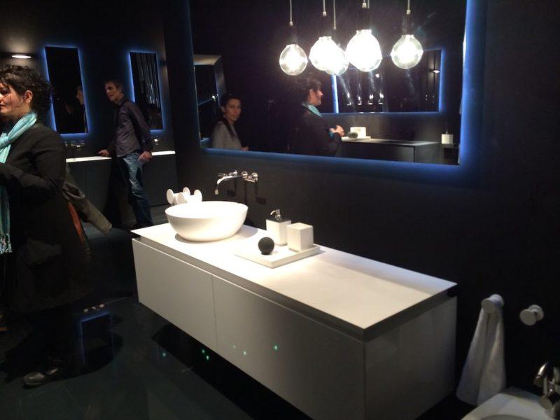 超出令人印象深刻的浴室照明的常用选择18新利在线下载