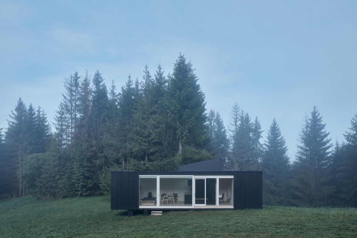 The cabin is complete with solar panels, batteries and a rain-water collecting system which give it total autonomy