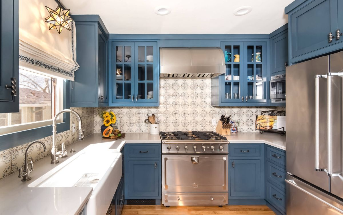 Everything you need to know about spanish decor for Spanish style kitchen design