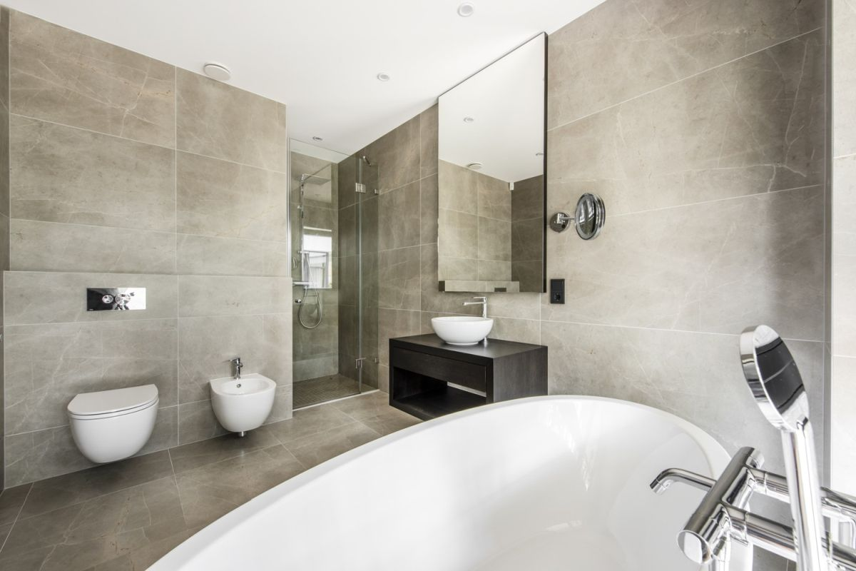The master bathroom is spacious but looks and feels very welcoming thanks to the wall and floor tiles