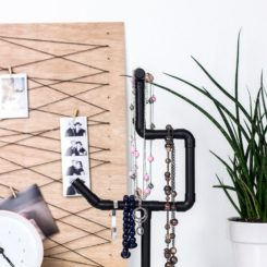 Black pipes necklace holder DIY