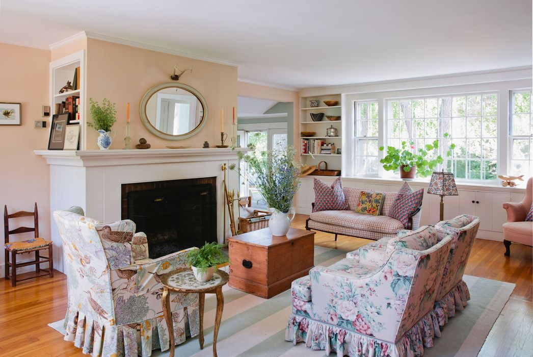 Everything you need to know about cape cod style houses - Cape cod house interior ...