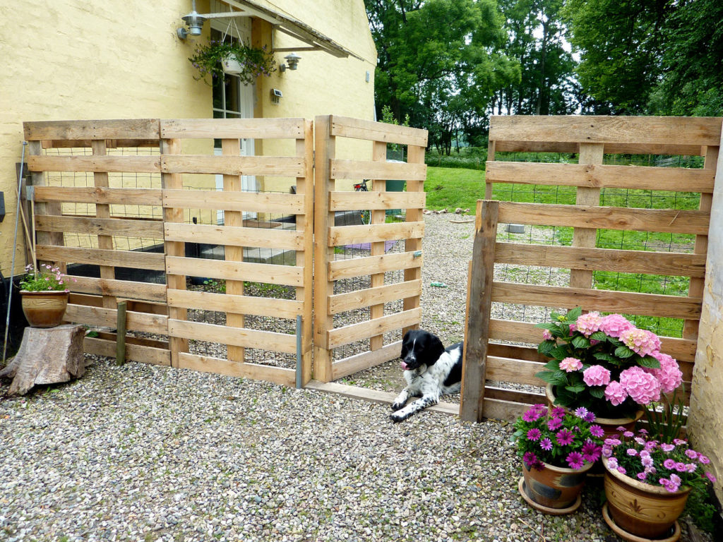 Build Your Own Pallet Fence From Scratch